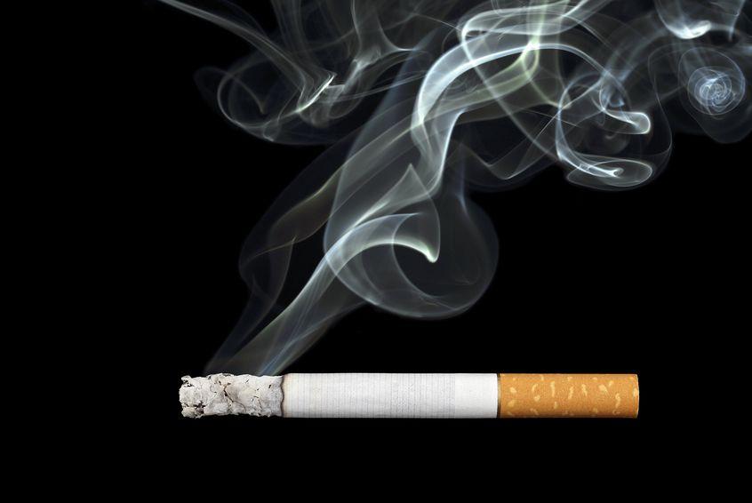 Tabaco e implantes dentales